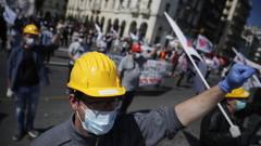Стотици протестират в централната част на Атина и в Солун