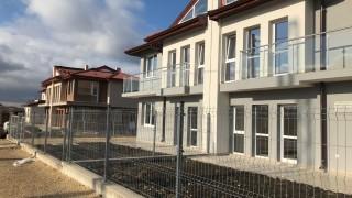 Завършват 9 нови къщи в Хитрино, местни хора още са без домове