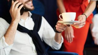Евросъдът: Самолетните компании са отговорни, ако пътник бъде залят с кафе