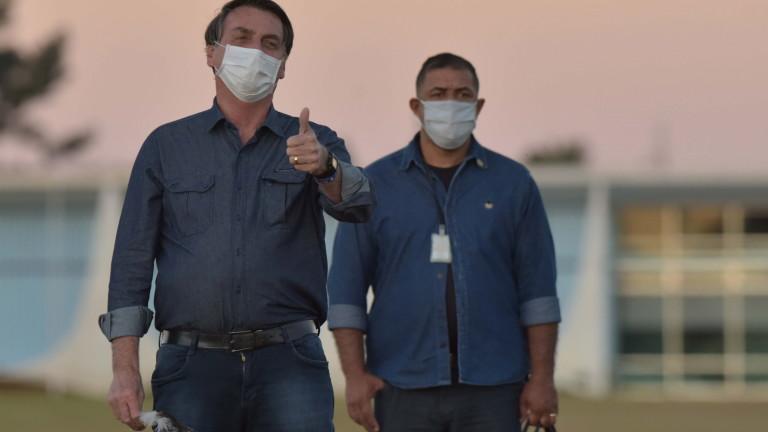 Президентът на Бразилия Жаир Болсонару в четвъртък забрани на земеделците