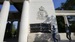 Вандали оскверниха военни мемориали в Лондон