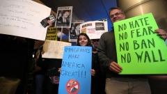 Имигранти в САЩ не ходят на училище и на работа в протест срещу Тръмп