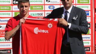 Карачанаков подписва нов договор