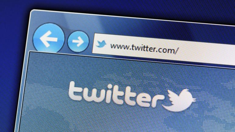 Twitter последва Facebook, акциите се сринаха със 17%
