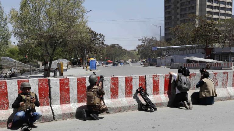 Въоръжени мъже са атакували министерството на комуникациите в центъра на