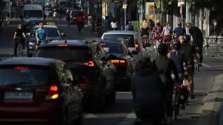 ЕС трябва да забрани новите бензинови и дизелови коли до 2030 г. заради климата