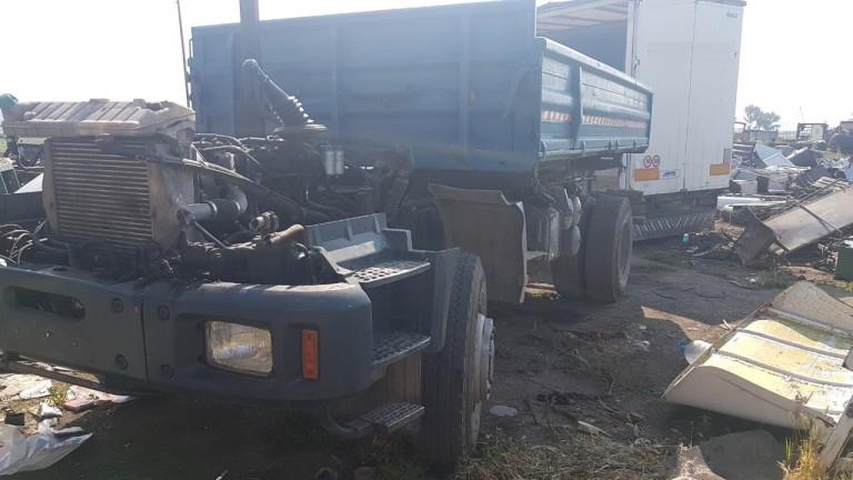 Задържаха шестима автокрадци, докато разкоплектоват камион в Костинборд, съобщават от