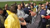 Фермери в Хасковско плашат с блокади на пътища и граница