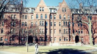 С 25% намаляват даренията към американските университети