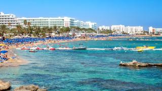 Кипър открива плажния сезон при стриктни мерки