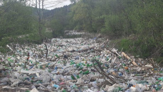 Изчистиха тоновете боклуци от реката край Елешница