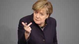 Почти половината германци искат Ангела Меркел да подаде оставка