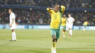 Слаб вратар, късметът и М'боли донесоха победа на Алжир