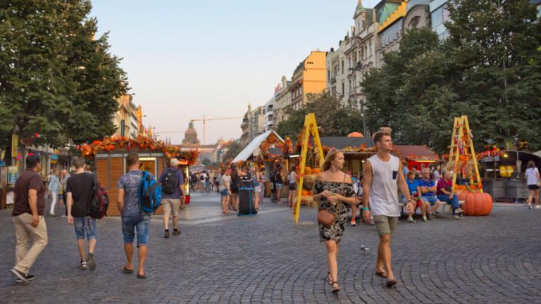 На Чехия ѝ трябват 500 000 работници. И тя ще търси такива в Украйна и Молдова