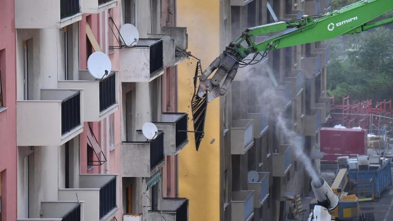 Италия изгражда отново срутилия се през августминалата година мост край