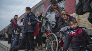 Протести в защита и срещу мигрантите почти се сблъскаха в Словения