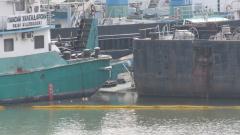 Кораб си стои трета седмица потънал в Дунав до Русе