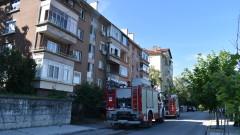 Трима леко обгазени при пожар във Варна