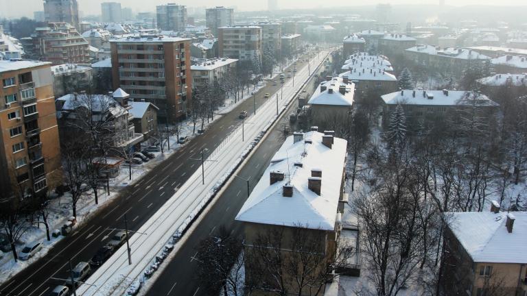 Над 130 машини обработват срещу заледяване софийските улици