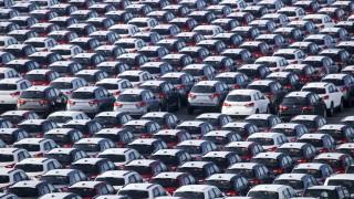 Продажбите на нови автомобили във Великобритания се сринаха до най-ниското си ниво от 1946 г.
