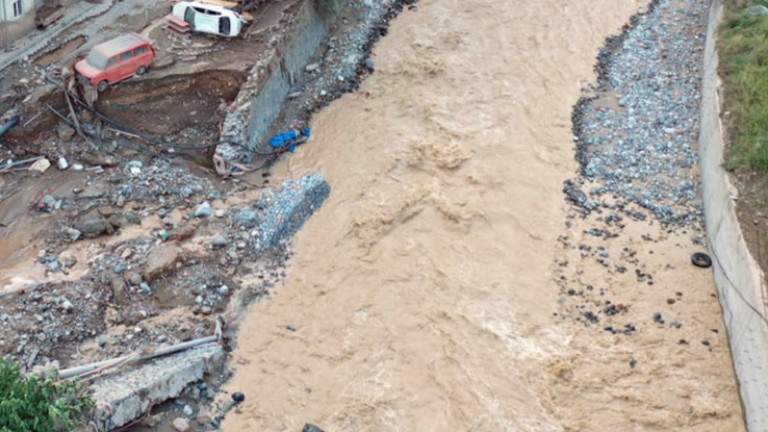 77 са загинали при наводненията в Турция