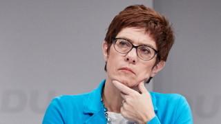 Дясната ръка на Меркел иска строги мерки срещу Кремъл