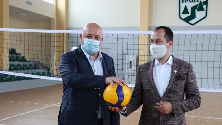 Министър Кралев откри волейболна зала във Враца
