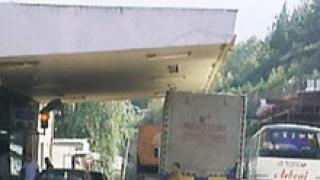 Махат и бариерата на граничния пункт Силистра