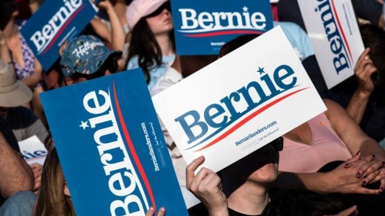 Сенаторът от Върмонт Бърни Сандърс излезе начелов нова анкета преди