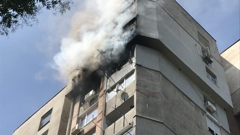 Две жени и дете пострадаха при пожар в столичен квартал