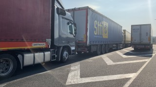Жители на Мартен искат промяна в движението на камионите при Дунав мост