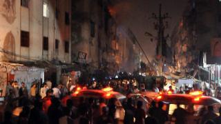 Загиналите при взривовете в Карачи са 52-ма