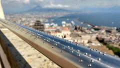 Достъпен туризъм: Защо тoзи брайлов парапет в Неапол придоби огромна популярност?