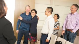 Apple направи тази жена най-богатата милиардерка в Китай, но сега тя изгуби 66% от богатството си