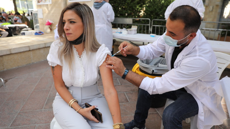 В Израел ще отстраняват от работа учителите, отказващи ваксинация