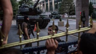 Арестуваха над 100 генерали и адмирали след опита за преврат в Турция