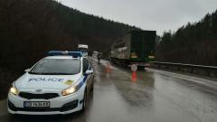 Аварирал ТИР блокира пътя Видин-Монтана