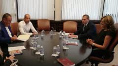 Захариева привлича инвестиции и връща български работници в страната