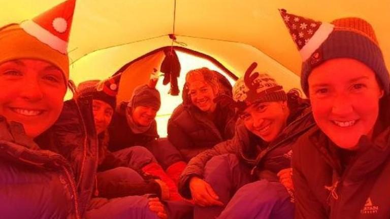 Група жени, служещи в британската армия, прекоси Антарктида на ски