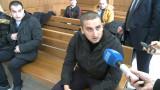 Младежът, ранил полицайка на мач, съжалява за бомбичката