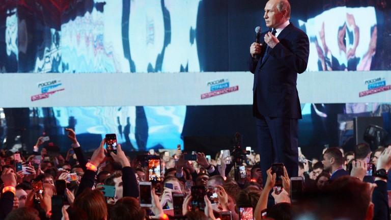 """Путин агитира руснаците да гласуват, играейки на струната """"любов към родината"""""""