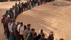"""Кадафи """"прогони"""" 600 000  души"""