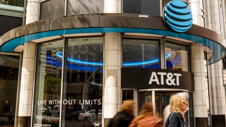 Американският оператор AT&T Inc. обмисля да пусне планове за мобилни