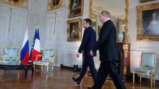 Макрон телефонира на Путин, каза му да действа за Сирия