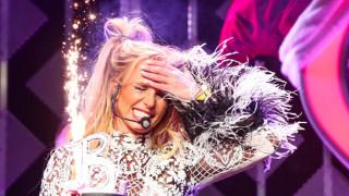 Изненадаха Бритни Спиърс на сцената (СНИМКИ)