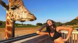 Бела Хадид се забавлява по бански