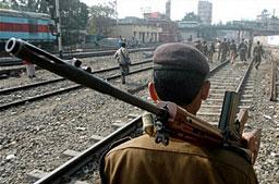 Бомбен атентат уби човек на пазар в Индия