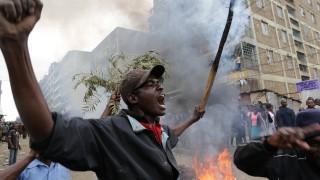 Кенийската полиция откри огън по протестиращи