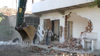 Отново събарят незаконни къщи в Пловдив