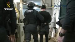 Задържаха българи за нелегална цигарена фабрика в Испания